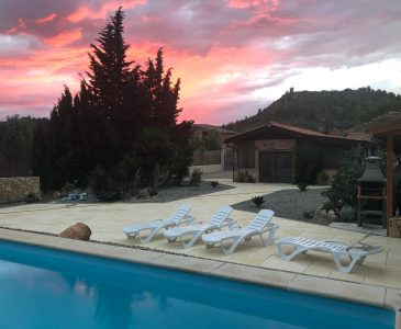 River Ebro Villa with Private Pool in Rural Settings